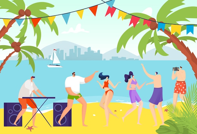 Люди танцуют на пляже