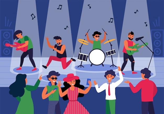 Люди танцуют под живую музыку в ночном клубе