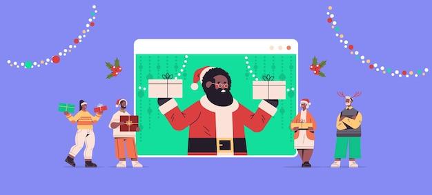ウェブブラウザウィンドウでサンタクロースと話し合う人々明けましておめでとうございますメリークリスマスの休日のお祝い自己分離オンライン通信の概念水平ベクトル図