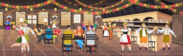 Люди пьют пиво в пабе октоберфест вечеринка концепция празднования смешанная гонка мужчины женщины веселятся горизонтальная полная длина векторная иллюстрация