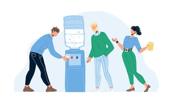Люди пьют свежую воду из кулера вектора. коллеги по офису наполняют стаканы горячей и холодной жидкостью из холодильного оборудования. жаждущие персонажи мужчины и женщины, перерыв плоский иллюстрации шаржа