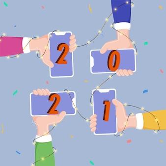 Люди в руках держат смартфон с номером 2021 с гирляндой