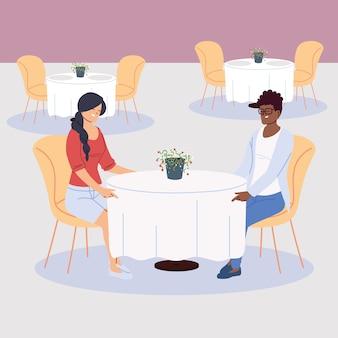 Люди обедают в ресторане, романтический ужин