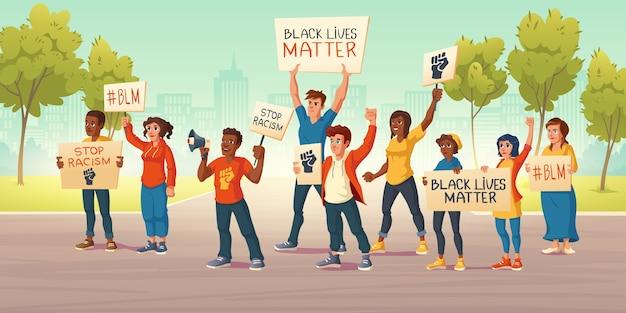Люди держат знамена с черной материей жизней и кулаком на улице города. векторные иллюстрации шаржа демонстрации протеста против расизма. белые и афроамериканские активисты выступают за права человека