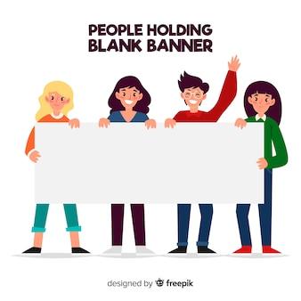 Люди держат пустой баннер