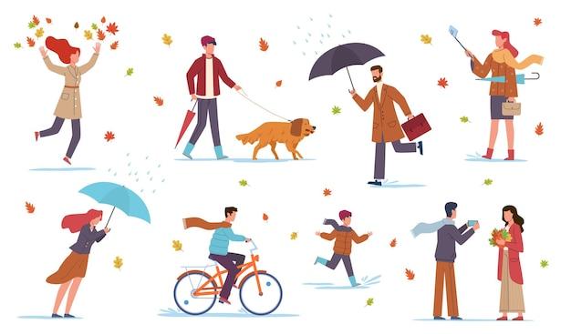 가을의 사람들. 남자, 여자, 아이들은 가을철에 노란 주황색 잎과 웅덩이 사이에서 비와 바람에 우산을 들고 자전거를 타고 개와 산책하고 벡터 플랫 격리 세트를 걷습니다.