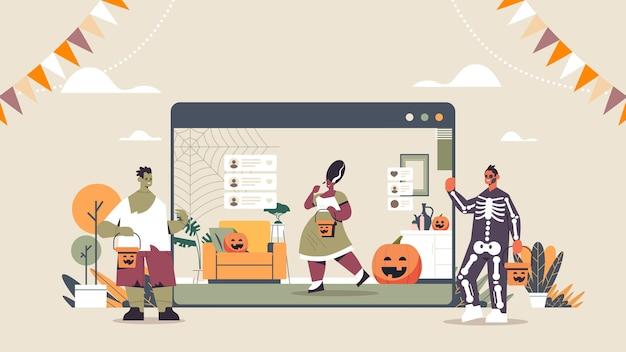 Люди в разных костюмах обсуждают во время видеозвонка счастливого хэллоуина празднование праздника самоизоляция онлайн горизонтальная полная длина векторная иллюстрация