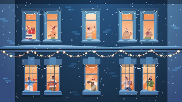 Люди в шляпах санта-клауса с подарками смешанная гонка соседи стоя в оконных рамах новый год рождественские праздники празднование самоизоляция концепция здание фасад дома горизонтальная векторная иллюстрация