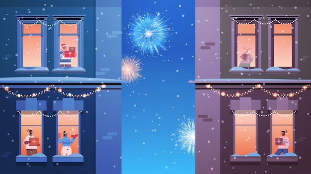 Люди в санта-шляпах смешать расу соседи стоя в оконных рамах, глядя на фейерверк в небе новый год рождественские праздники празднование самоизоляция концепция здание фасад дома горизонтальный вектор плохо