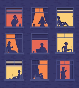 Люди в окнах многоквартирного дома выглядывают из комнаты или квартиры, работают на ноутбуке, разговаривают по телефону, пьют кофе, читают книги, бегают по беговой дорожке.