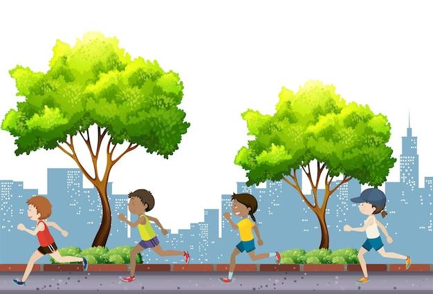 Люди бегают в парке