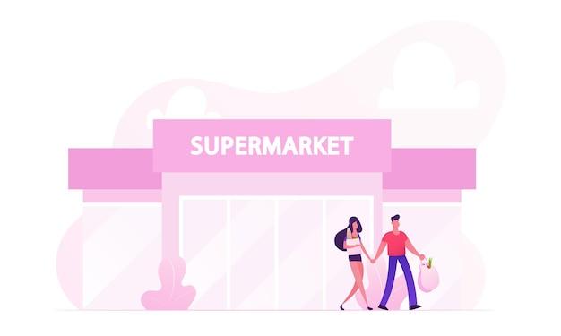 製品でいっぱいの買い物袋を持ってスーパーマーケットを去る人々