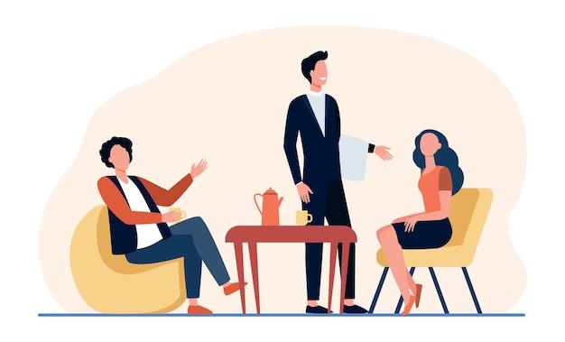 커피 숍에서 회의하는 사람들. 카페 테이블에 앉아 고객을 제공하는 웨이터