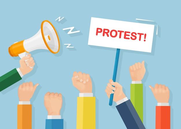 ストライキ中の人々。プラカード、バナー、メガホンを持った抗議者の群衆