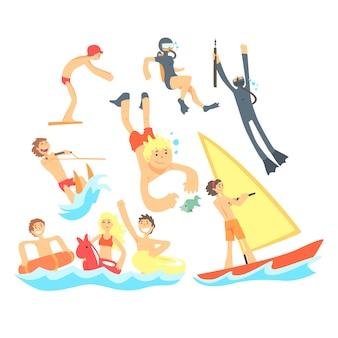 Люди на летних каникулах на море играют и веселятся