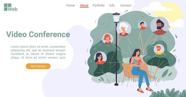 스마트 폰을 통해 화상 회의에 참여하는 사람들. 모바일 응용 프로그램을 사용하여 공원에서 벤치에 앉아 온라인으로 전화하는 여자. 인터넷 기술, 디지털 커뮤니케이션. 방문 페이지 레이아웃 디자인