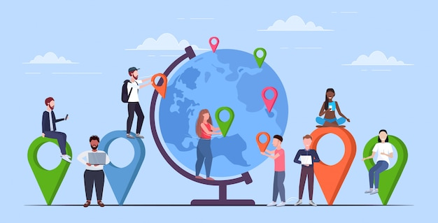 Люди, размещающие геотеги-указатели на глобусе микс путешественники возле земли планета держат маркеры местоположения gps навигация бизнес-положение концепция путешествия полная длина горизонтальный