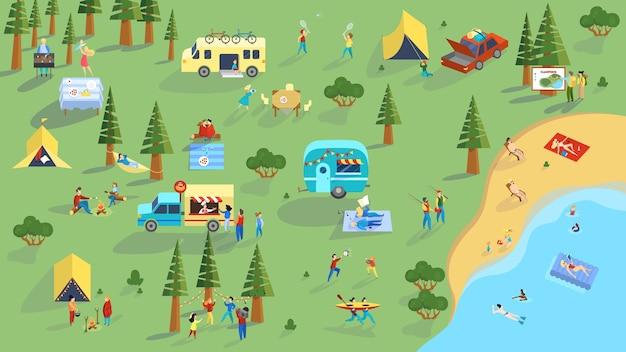 人々は屋外でピクニックに時間を費やしています。サマーキャンプ