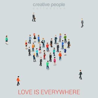 Люди, стоящие как квартира в форме сердца