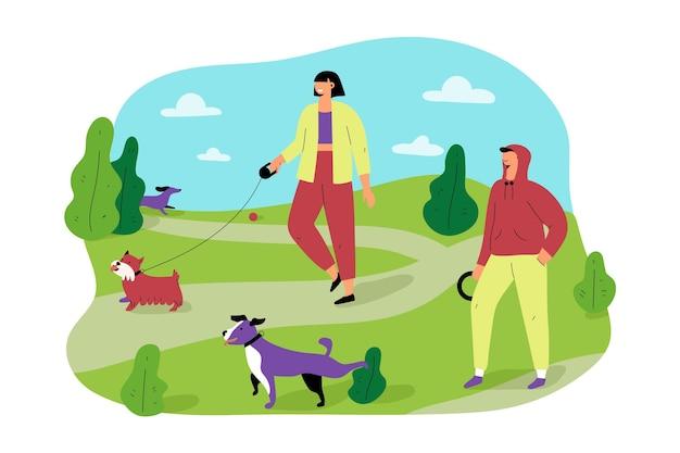 Люди гуляют со своими собаками в парке