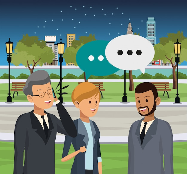 Люди, говорящие в городе