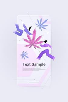 마리화나를 약용으로 사용하여 대마초 식물에서 추출한 도심 대마유를 사용하는 사람들 제약 산업 약물 소비