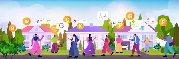 Люди, использующие приложение для майнинга криптовалюты на гаджетах, приложение для виртуальных денежных переводов, банковские транзакции, цифровая валюта