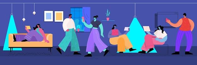 Люди, использующие цифровые гаджеты, социальные сети, сети, онлайн-коммуникации, концепция, интерьер офиса, полная длина, горизонтальная векторная иллюстрация