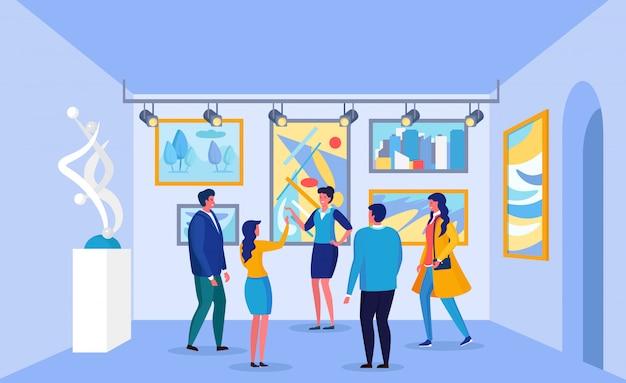 Люди рассматривают современные картины, экспонаты в музее. туристы, посетители выставки слушают экскурсию по картинной галерее. абстрактные работы на выставке.