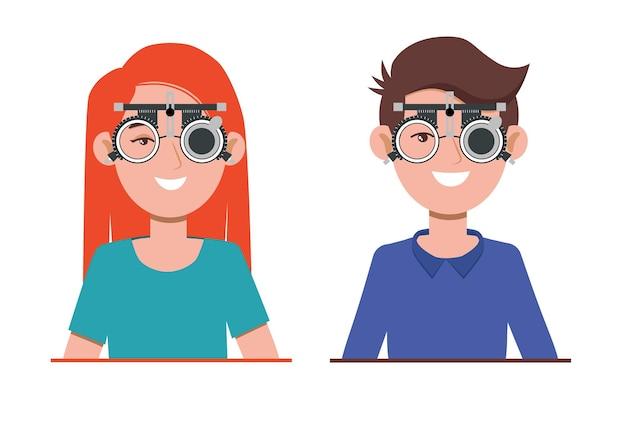 Проверка зрения в офтальмологической клинике. оптометрист проверки зрения с медицинским оборудованием в очках. подбор линзы очков.