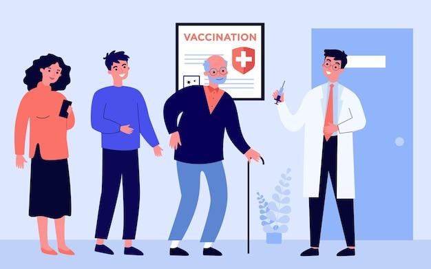 Люди ждут очереди на вакцинацию. доктор держит шприц с вакциной против covid плоской векторной иллюстрации. больница, концепция коронавируса для баннера, дизайна веб-сайта или целевой веб-страницы