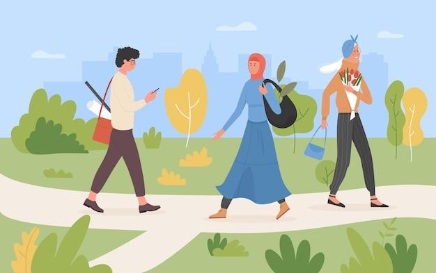 人々は夏の街の緑豊かな公園を歩く多様な多文化多民族グループウォーキング