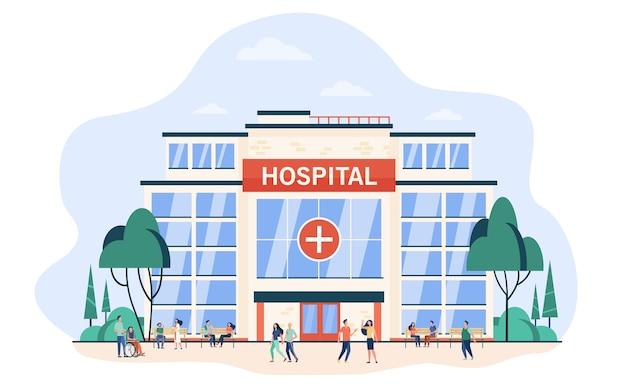 病院の建物を歩いたり座ったりする人々。シティクリニックガラス外装。医療支援、緊急事態、建築、ヘルスケアの概念のフラットベクトル図
