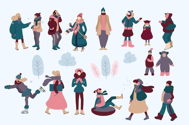 Люди в уютной зимней одежде