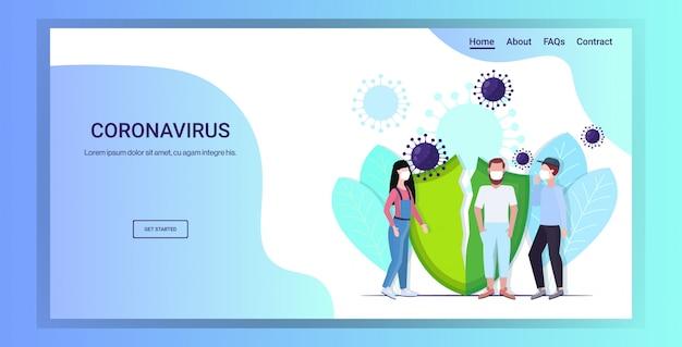 유행성 메르 스-코브 바이러스 개념 우한 코로나 바이러스 2019-ncov 유행성 의료 건강 위험 깨진 방패 전체 길이 복사 공간 가로 방지하기 위해 보호 마스크를 착용하는 사람들