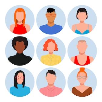 빈 얼굴 아바타 세트를 가진 사람들. 다른 피부색, 머리카락 및 옷