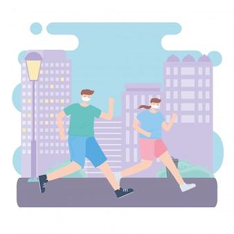 Люди с медицинской маской, пара бежит по улице