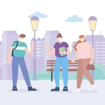Люди с медицинской маской, молодые люди, говорящие, держат дистанцию на улице города, активность во время коронавируса
