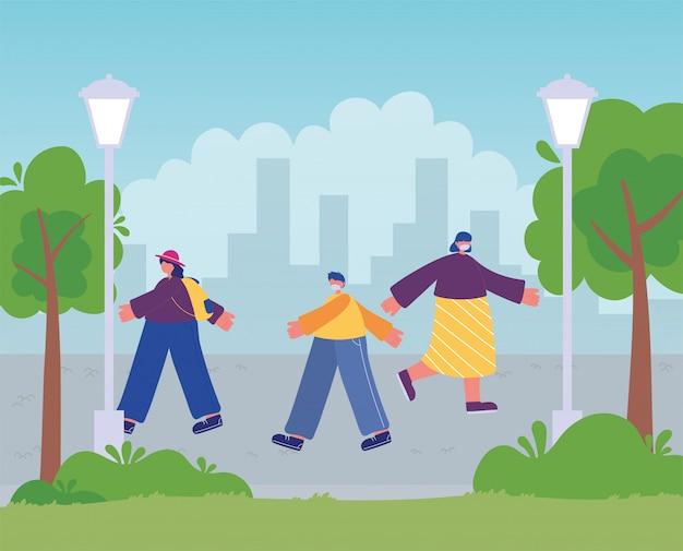 都市公園を歩いて医療マスクを持つ人々