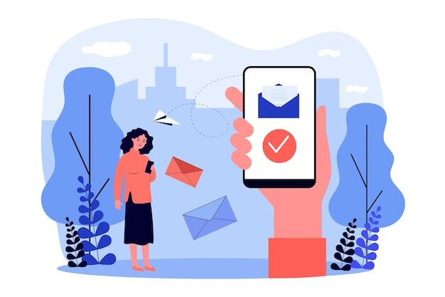 スマートフォンを使ってメッセージを送受信している人。メール、メッセンジャー、携帯電話のイラスト。バナー、ウェブサイトまたはリンク先のwebページの通信、インターネットの概念