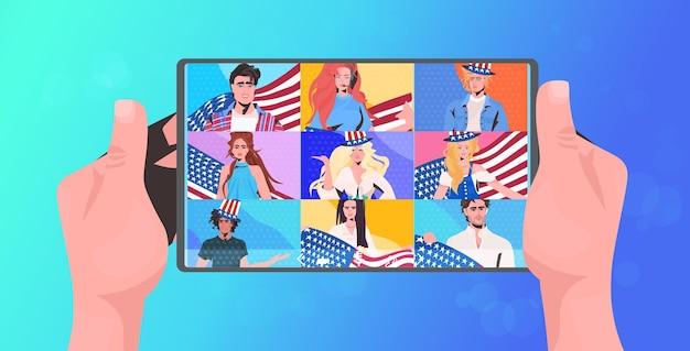 7月アメリカ独立記念日のお祝いオンライン通信タブレット画面の水平方向の肖像画のベクトル図の4日を祝うアメリカの旗を持つ人々 Premiumベクター