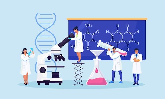 사람들은 과학 실험실에서 일합니다. 실험실 과학 장비, 현미경으로 작업하는 작은 과학자 연구원. 실험, 연구, 분석 및 백신 테스트를 수행하는 실험실 직원.