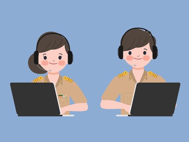 노트북으로 작업하는 사람들. 콜센터 및 고객 서비스 캐릭터.