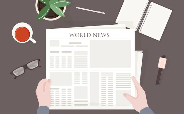 世界、世界、または国際的なニュースで定期刊行物または印刷機を読んでいる人