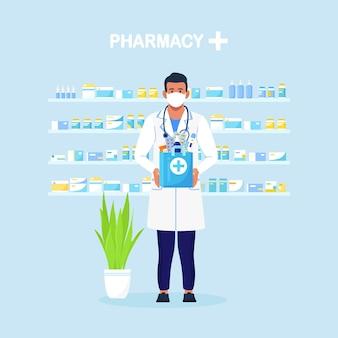 약사는 약, 약, 약병이 든 종이 가방을 손에 들고 있습니다. 온라인 택배 약국 서비스. 청진 기와 흰 코트에 의사