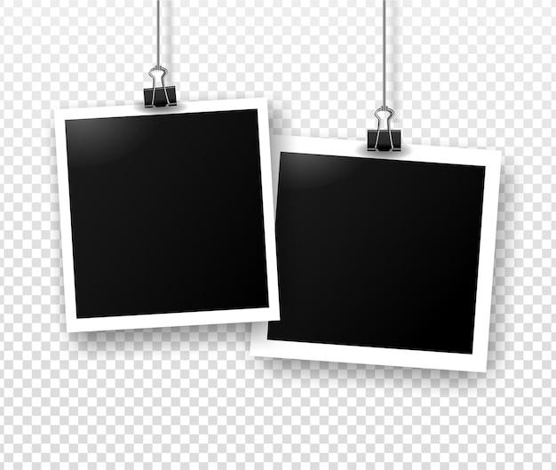 그림자와 함께 바인더 클립에 매달려 사진 프레임. 편집용 템플릿입니다. 투명 회색 배경에 고립 된 빈 사진의 벡터 현실적인 그림.