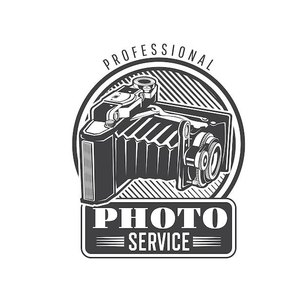 Значок службы фотографий с винтажной складной камерой. профессиональное фотооборудование, ремонт и обслуживание ретро-фотоаппаратов. монохромный знак или векторная эмблема со старой среднеформатной сильфонной камерой.