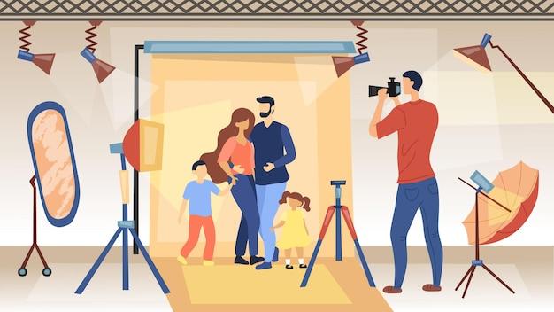 フォトセッションのコンセプト。カメラを持った写真家がグラマー誌の広告のために家族の写真を撮っています。プロの機材を使ったスタジオ写真撮影。