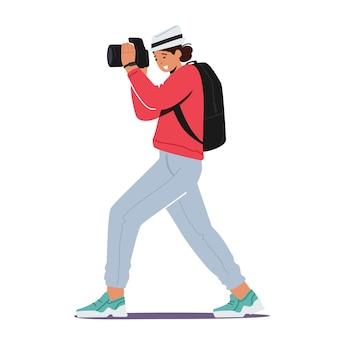 사진 촬영 개념입니다. 여성 사진 작가, 기자, 사진 카메라가 있는 여행자 캐릭터가 사진을 만듭니다. 여성 파파라치, 특파원 직업, 창의적인 취미 또는 활동. 만화 벡터 일러스트 레이 션