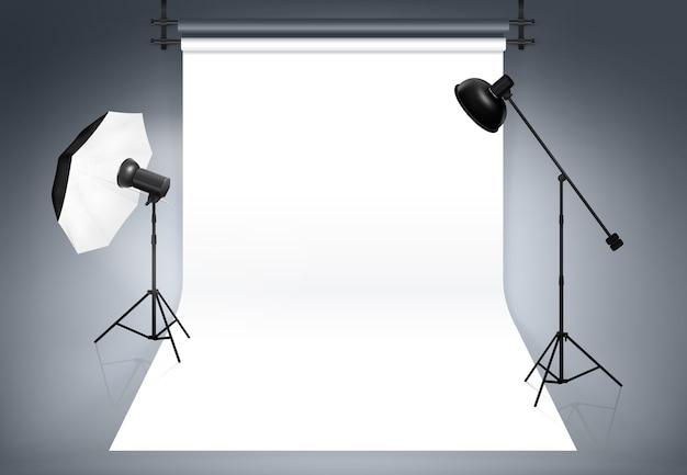 フォトスタジオ。写真撮影、フラッシュ、スポットライト用の機器
